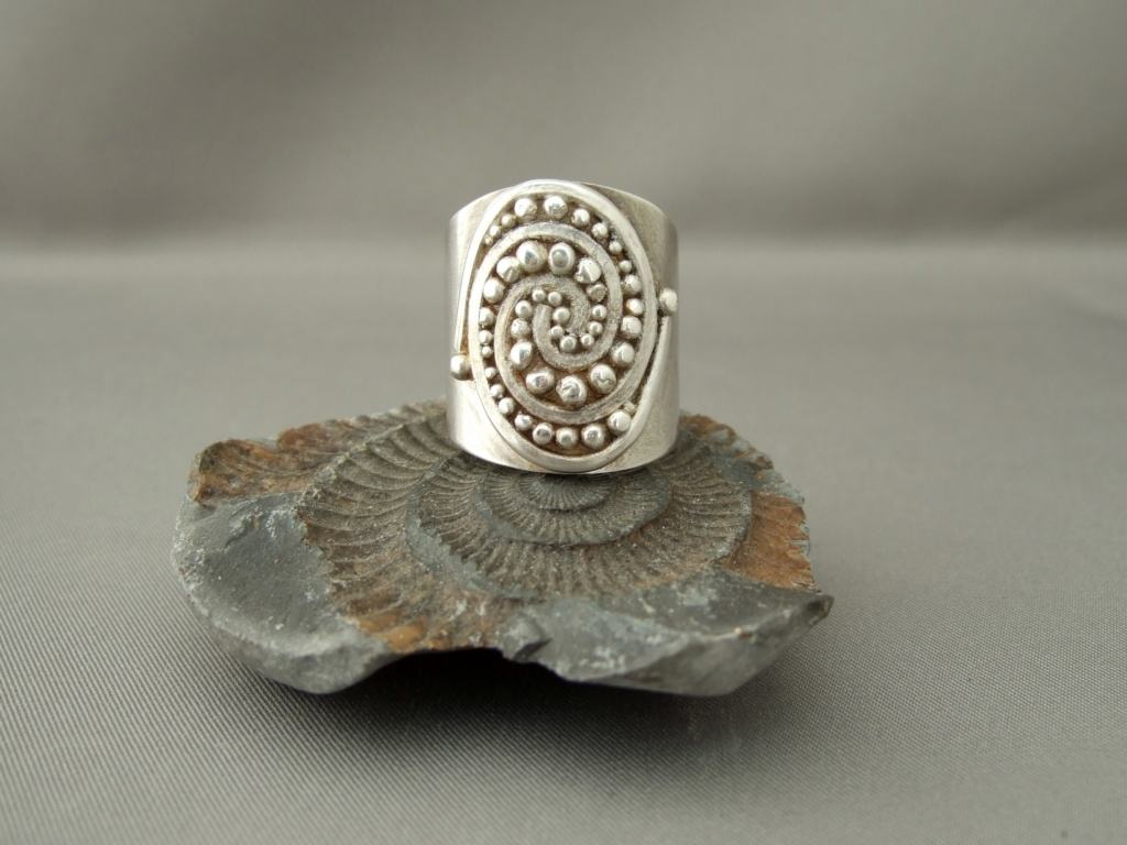 Swirl Ball Cuff Ring