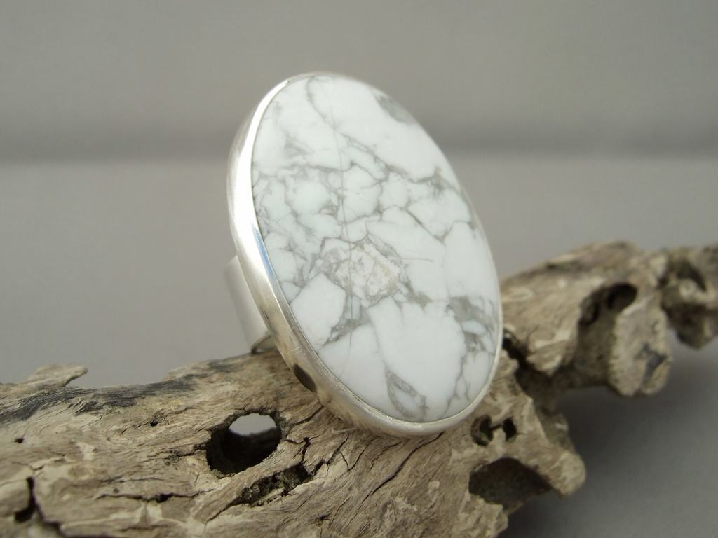 Howlite and Sterling Silver Ring