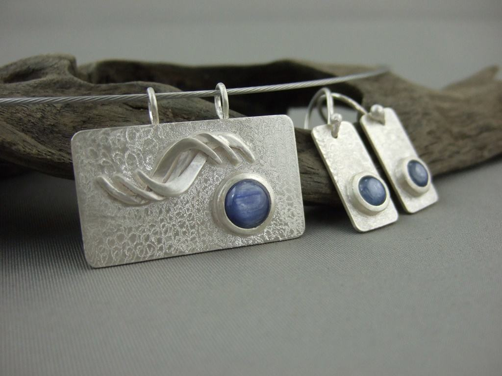 ArtSound Kyanite Pendant and Earrings Set